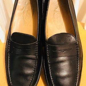 Men's Tod's Black Leather Driving Loafer Size 9.5